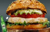 Chicken Mozzarella Burger + Gift