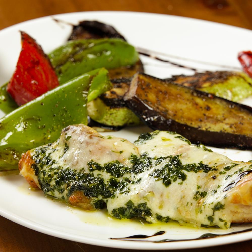 Пиле моцарела с печени зеленчуци